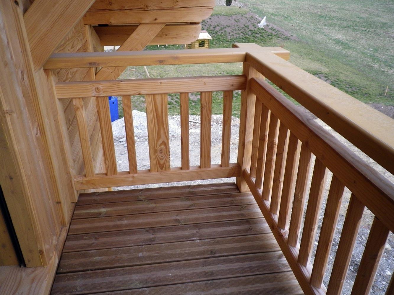 Balustrade balcon bois for Plan de balcon exterieur